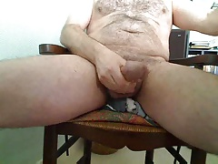 Hairy daddy cumming on cam